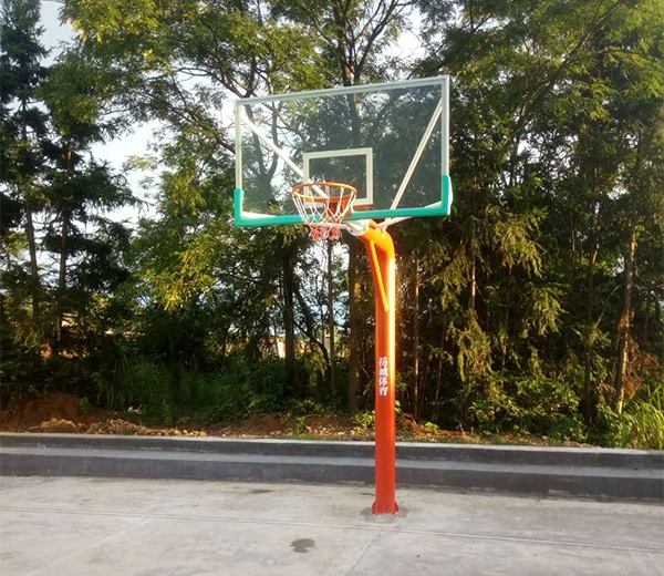 乡村工程 篮球架和灯杆